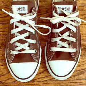 5887608ce3f7 ... Brown converse Grey Converse Vans striped shoes Oakley Latch ...